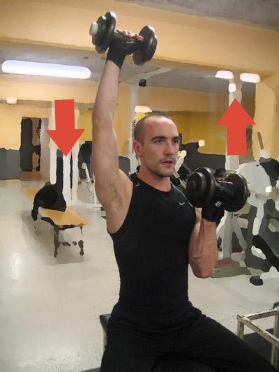 Enarmshantelpress: Du fortsätter så här växelvis med attt pressa armarna rakt upp