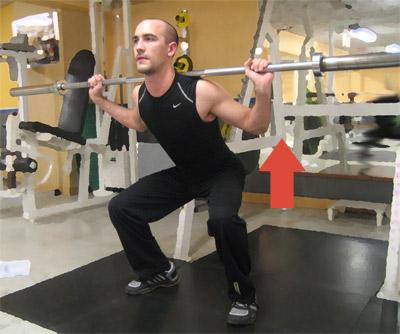 Smala knäböj: Stå ungefär axelbrett med benen.