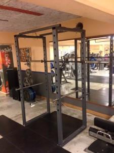 Power Cage (lyftställning) där du kan känna dig extrasäker när du tränar ensam och lyfter tungt på gymmet, Skånes Craftwerk i Åstorp